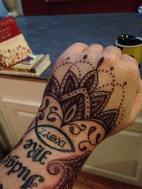 feminine hand tattoos best 25 tattoos ideas on henna