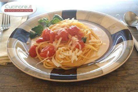 cucinare spaghetti spaghetti al pomodoro cucinare it