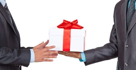 mazuma s holiday business gift giving guide part 3 do s