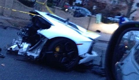 lamborghini aventador split in half lamborghini aventador splits in half after a crash
