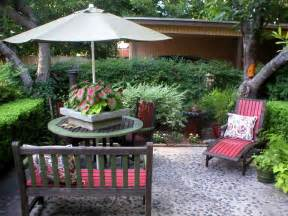 Backyard Decor by Quick Chic Outdoor Decorating Tips Hgtv