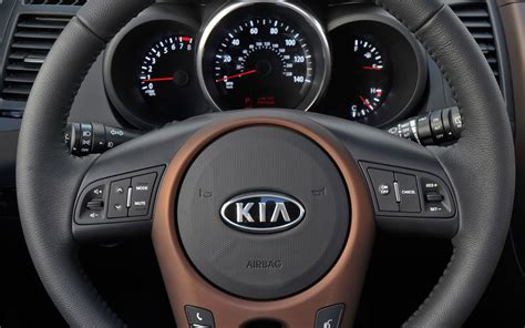 kia steering wheel 2012 kia soul first drive motor trend