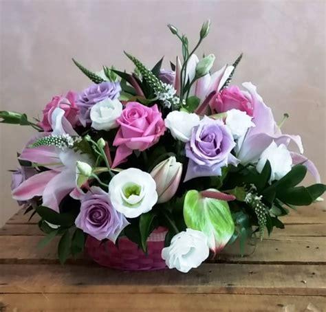 centrotavola con fiori centrotavola con cestino giardino fiorito fiori arezzo