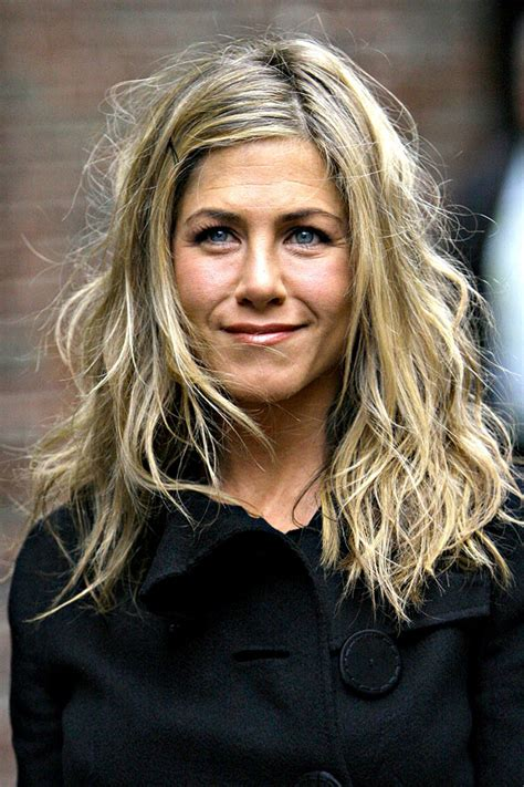 jennifer aniston natural hair color jennifer aniston s hottest hairstyles lob hair trends