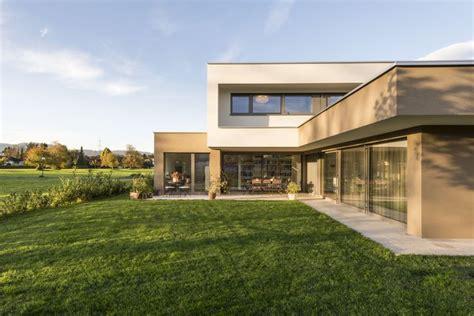 einfamilienhaus flachdach ueberdachte terrasse