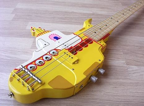 Kaos 3d Umakuka Custum Bass a magnificently detailed custom bass guitar made in the shape of the beatles yellow submarine