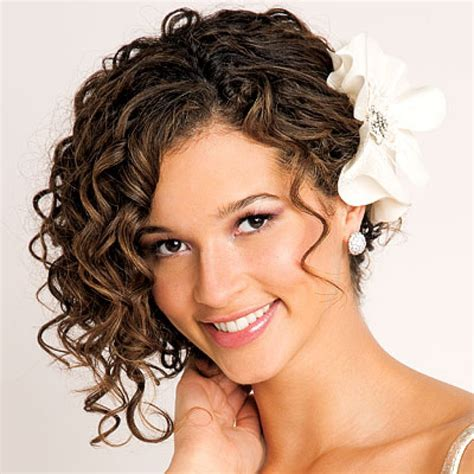 Wedding Hairstyles For Really Curly Hair by 35 Tagli Di Capelli Corti Ricci Sbarazzini Simpatici Ed