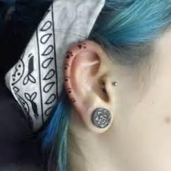 helix la mode du tatouage de lobe de l oreille