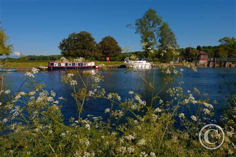 thames valley river cruise river thames at little wittenham wittenham clumps
