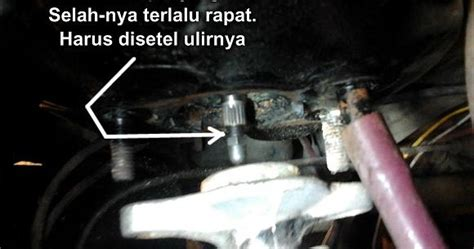 Kas Rem Mobil Charade daihatsu charade g10 indonesia mengganjal dudukan master rem karena rem mengunci