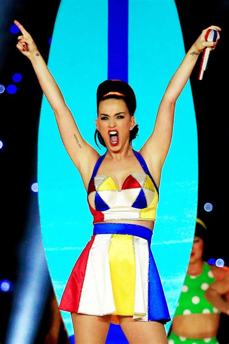 Katy Perry Tattoo Xlix Meaning | pic katy perry s super bowl tattoo xlix on finger after