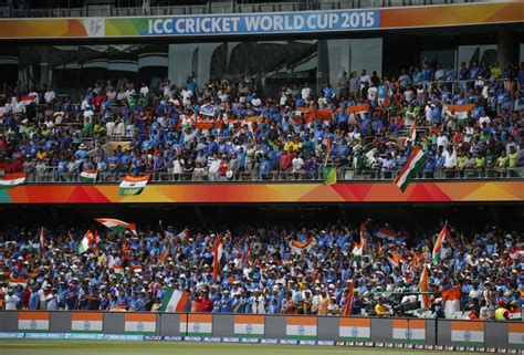 india vs pakistan fans captured cheering at icc cricket