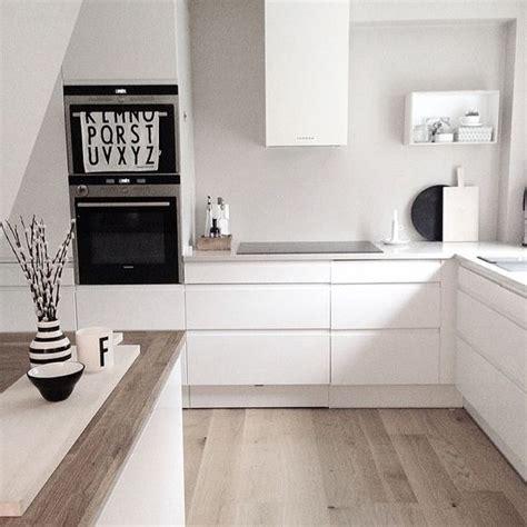 weiße bodenfliesen küche wohnzimmer decken design
