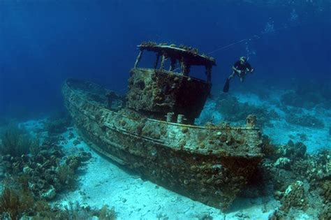 The Never Kapal Misterius 16 eerie photos from underwater shipwrecks mix 102
