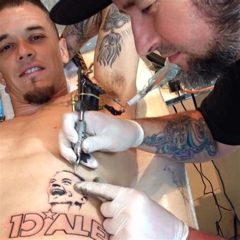 10 atletas que tatuaram o pr 243 prio nome esporte uol esporte