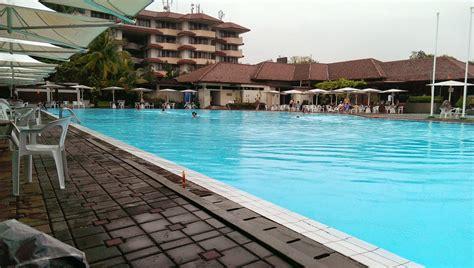 review spek kolam renang  jakarta sky  blue water