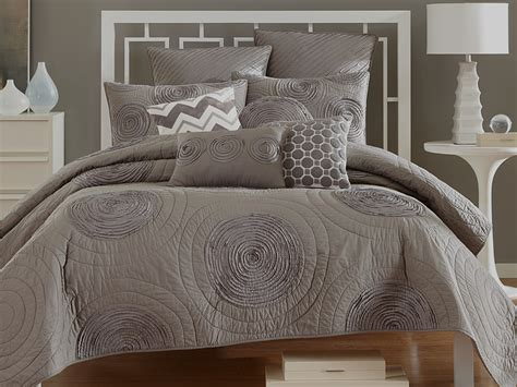 modern bedding 7 steps to a dramatic gender neutral master suite the
