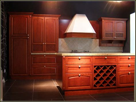 cherrywood kitchen cabinets dark cherry wood kitchen cabinets hostyhi com