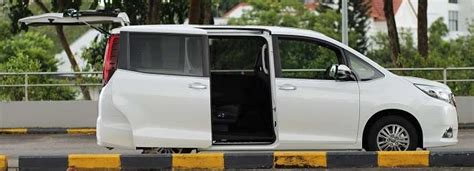 Toyota 7 Seater Singapore Toyota Esquire 2 0 Gi 7 Seater Review Singapore Oneshift
