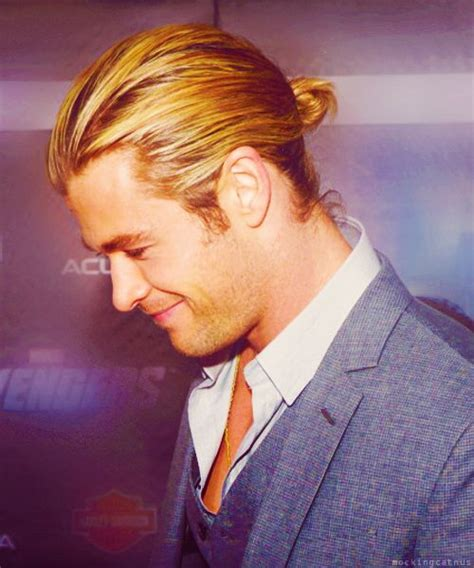 mun hair chris hemsworth hair in man bun hairstyle manly style