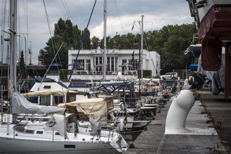 roeien kanaal brussel de bryc jachthaven in hartje brussel canal brussels