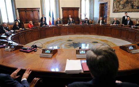 riunione consiglio dei ministri il consiglio dei ministri approva in prima lettura i due