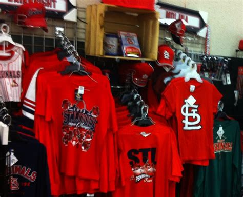 the perfect gifts for the sports loving mom in st louis