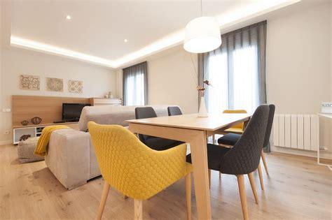 sillas color mostaza  grises comedor mobiliario
