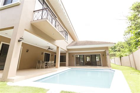 4 bedroom house with pool for rent 4 bedroom house with swimming pool for rent in north town