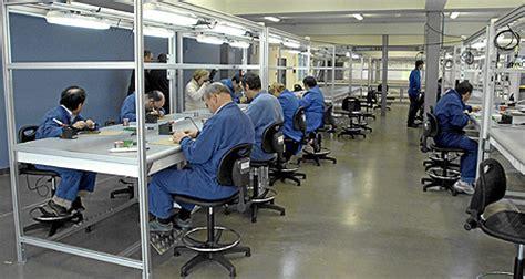 imagenes de varias personas trabajando el cermi niega que la cuota de trabajo para discapacitados