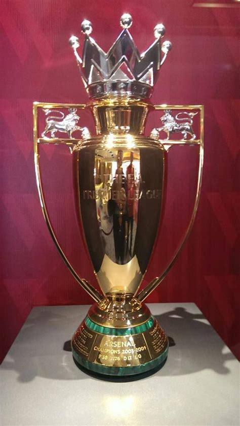 gold epl trophy   invincibles santos futebol