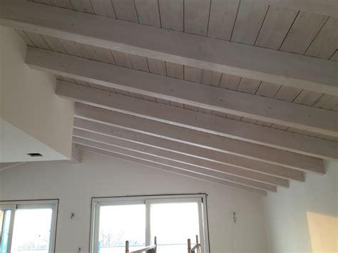 soffitto in legno foto soffitto in legno trattato con vernice sbiancante