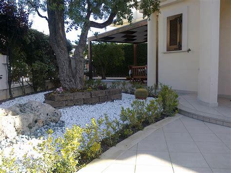 giardino sassi bianchi ciottoli bianchi di carrara ciottoli colorati ciottoli