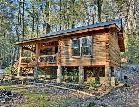 wooden log cabin 25 best ideas about wood cabins on log cabin