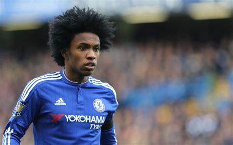 chelsea news willian agrees   year deal  work