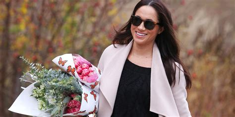meghan markle shopping for flowers in toronto meghan wearing quot m and h quot necklace shopping for flowers in