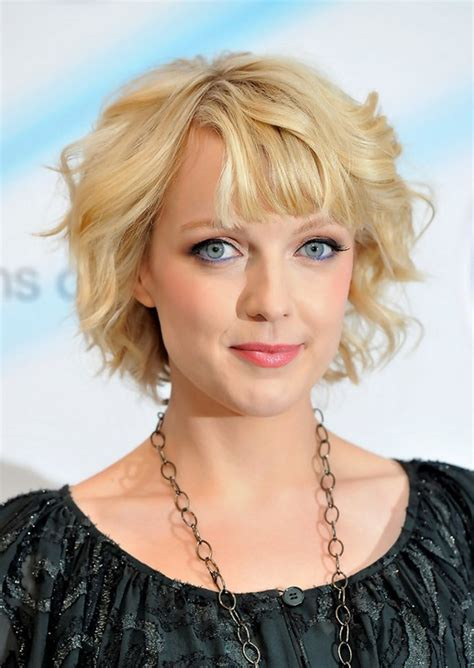casual hairstyles for oval face lauren laverne haircut casual short blonde curly