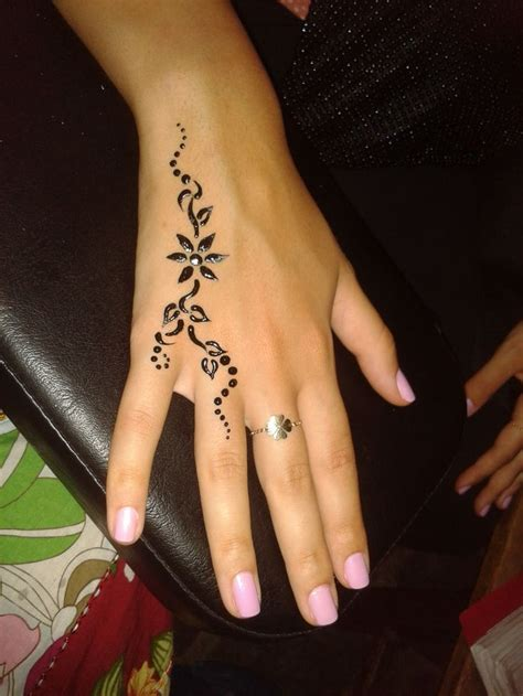 what are henna tattoos made of made by delara bitar rmeily www delarts me tattoos