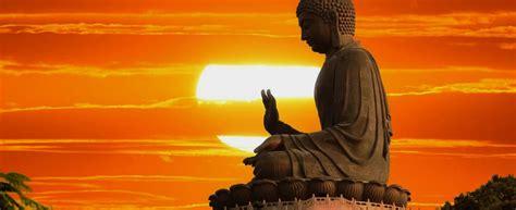 imagenes yoga india isla de lantau coronada por el gran buda tian tan