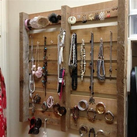 pallet jewelry display projects