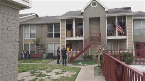 Apartment In West Houston One Person Hurt In West Houston Apartment Khou