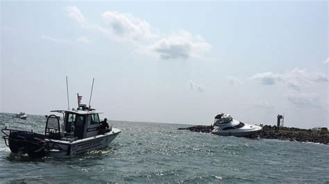 wareham boat accident boat crashes into stony point dike in wareham 171 cbs boston