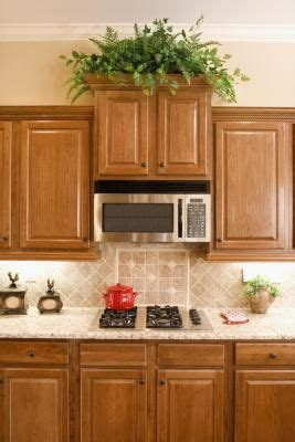 what color granite countertops go with light maple