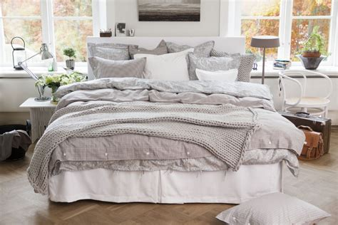 bed with a lot of pillows i seriously just love beds big beds with comfy duvets and