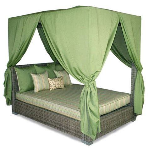 best canopy beds best 25 queen canopy bed ideas on pinterest canopy bed
