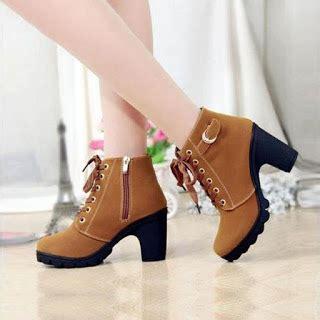 Sepatu Boots Wanita Untuk tips memilih model sepatu wanita yang sehat untuk kerja