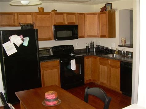 kitchens with black appliances and oak cabinets 1000 images about kitchens with black appliances on