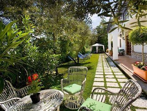 giardini piastrellati vuoi tenere un giardino in ordine ecco come fare tutto