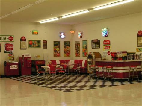 Lewis Retro Garage: Bar, Diner Booths, Jukebox, Soda Machine