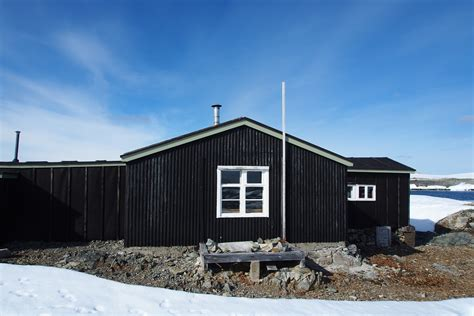 houses images file wordie house antarctica jpg wikimedia commons